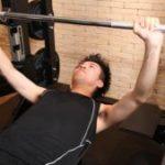 ジムで胸筋を肥大させる筋トレはベンチプレス!その簡単な5つの秘訣!