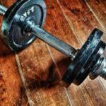 筋トレ初心者にダンベルは必要か?自重・ダンベルでの筋トレ効果を徹底比較